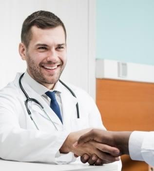 ¿Cada cuánto debo ver a mis médicos?