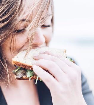 Tengo mucha hambre y como mucho, ¿por qué sigo bajando de peso?
